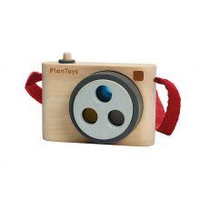 Puinen kamera ja 3 värillistä linssiä